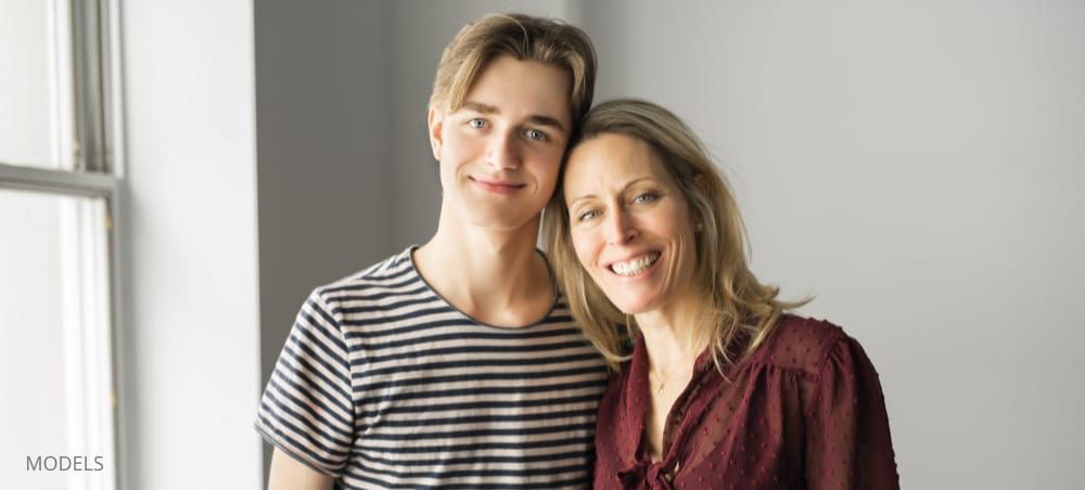 wisdom teeth removal teenager with mother smiling